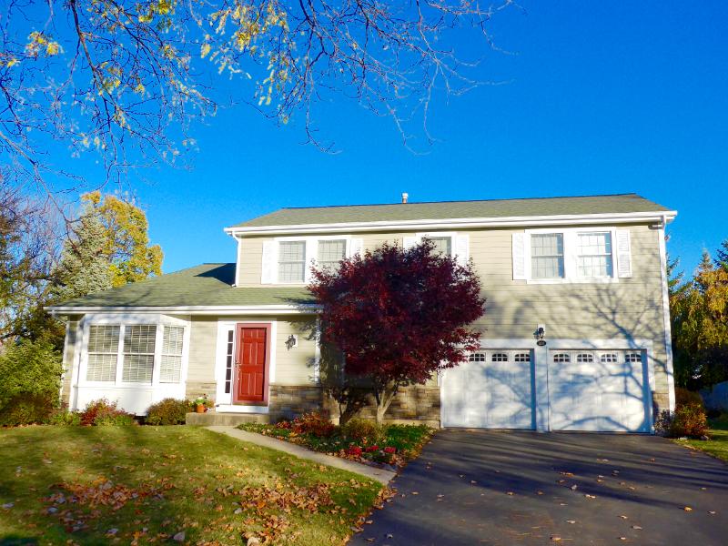 Libertyville Home: James HardiePlank Select Cedarmill Lap Siding, IL