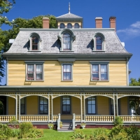 Historic Homes: Choosing the Right Paint Color