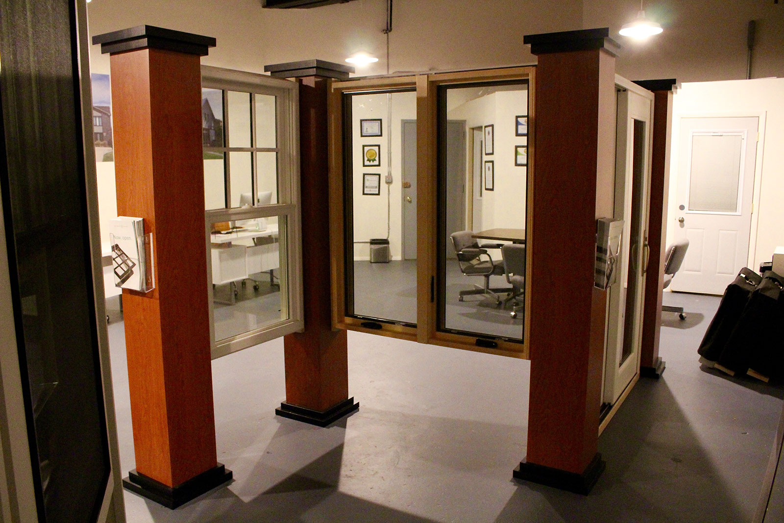 chicago-showroom-siding-windows-group-3
